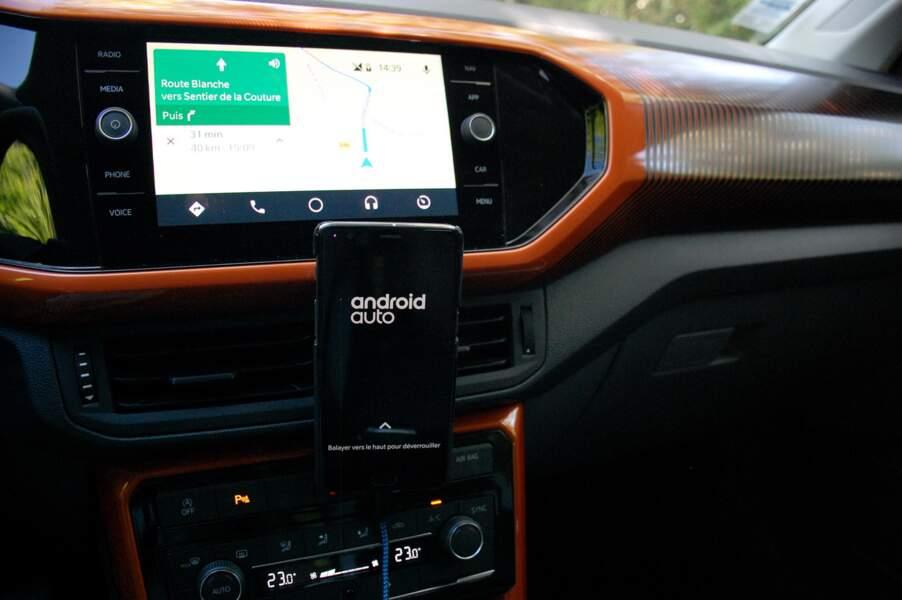 Compatible avec Android Auto et Apple CarPlay