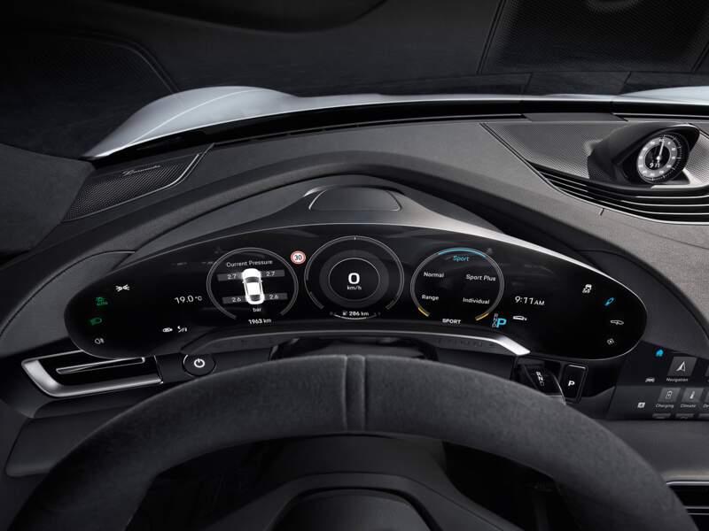 Un écran incurvé de 16,8 pouces pour le conducteur