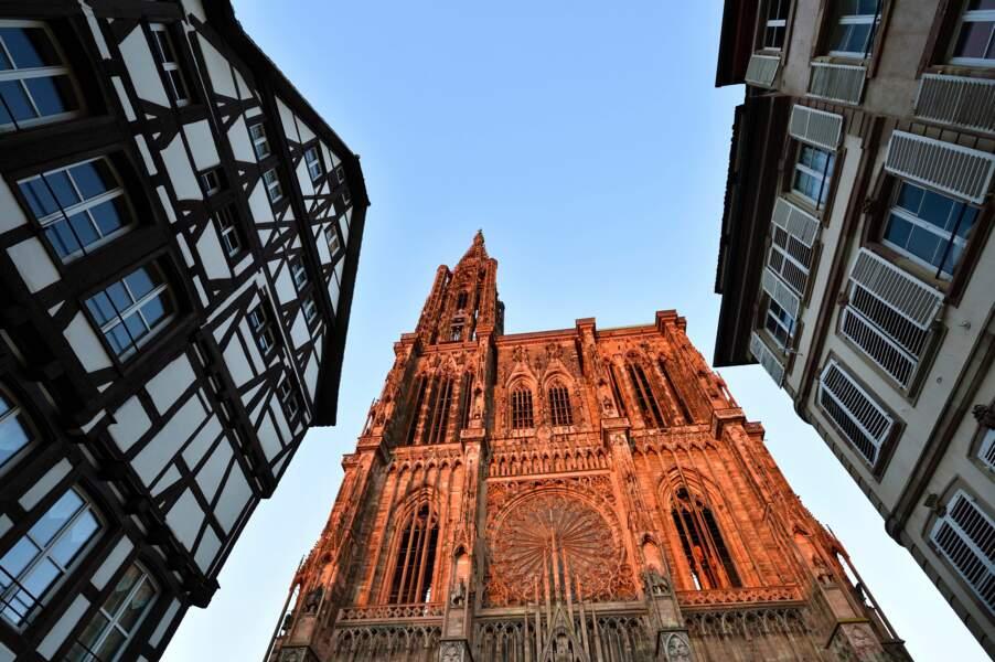 Notre-Dame de Strasbourg - Sa flèche de 2 000 tonnes a dominé l'Europe pendant deux siècles