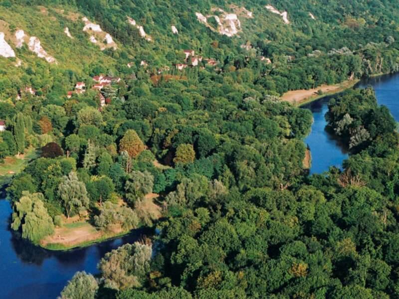 CHANTEMESLE, au centre de la seine