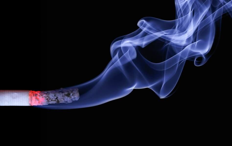 Tabac : le coût d'un paquet de cigarettes a flambé de 16% depuis la présidentielle