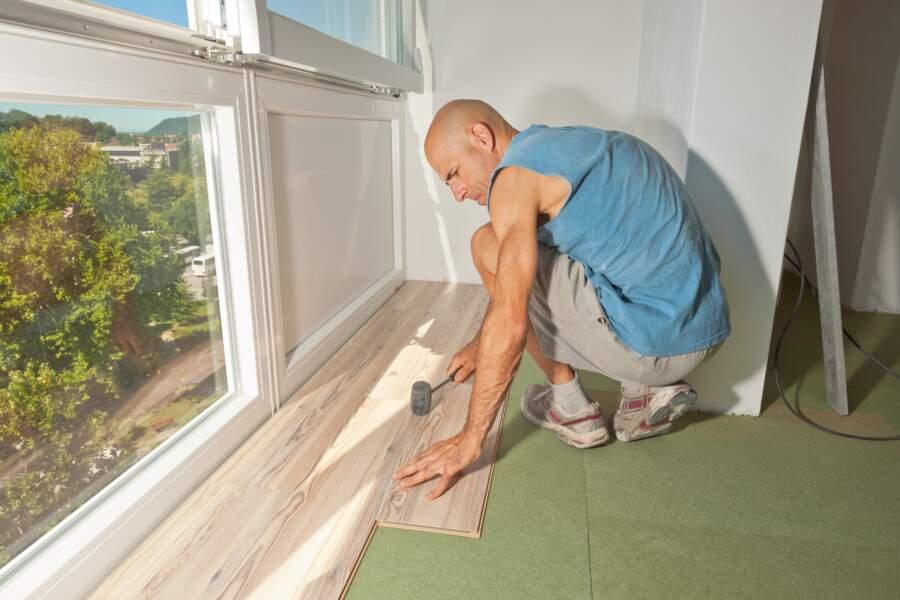 Plancher d'une maison mal isolée : 7 à 10% de déperdition de chaleur