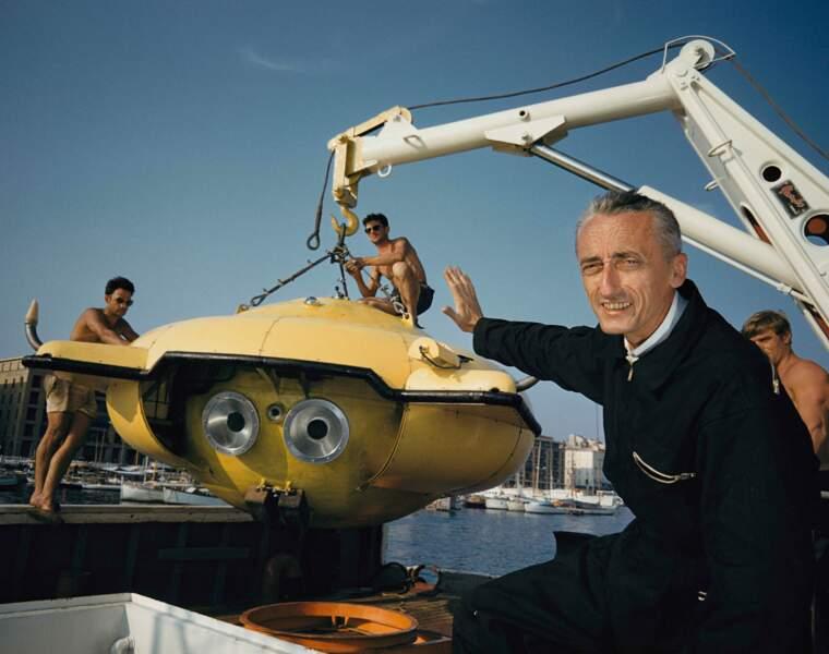 """Jacques-Yves Cousteau avec sa """"soucoupe plongeante"""" à Porto Rico en 1960"""