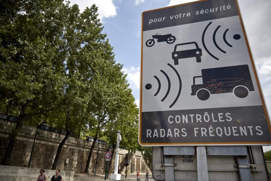 Des panneaux leurres pour inciter les automobilistes à lever le pied