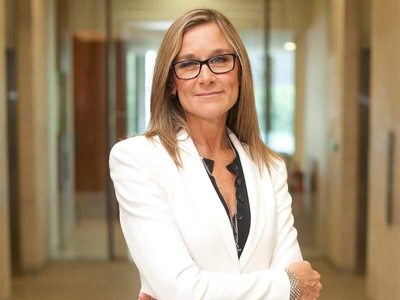 Angela Ahrendts, Apple : l'ex-patronne de Burberry veut faire d'Apple, une marque de luxe