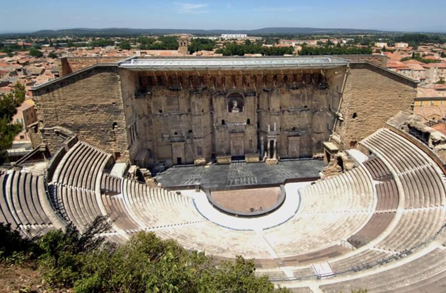 """Le théâtre antique et l'""""Arc de Triomphe"""" d'Orange"""