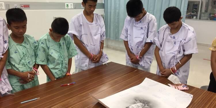 Les petits rescapés de la grotte thaïlandaise pleurent le plongeur mort