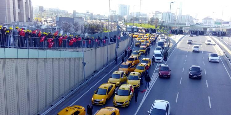 Turquie: les taxis d'Istanbul veulent faire interdire Uber