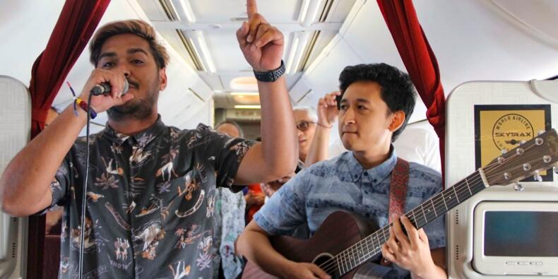 Indonésie: une compagnie aérienne offre de la musique live en plein vol
