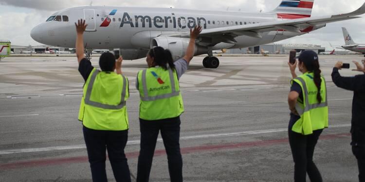 American Airlines plonge après des hausses de salaires