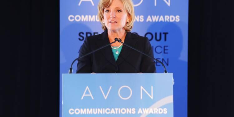 La PDG du groupe de cosmétiques Avon poussée vers la sortie par des financiers
