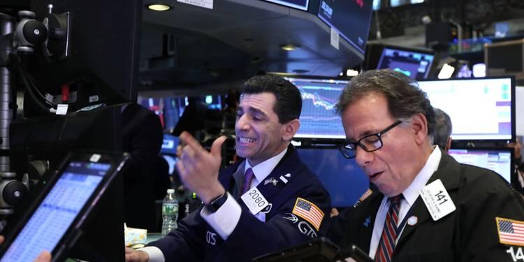 Wall Street finit en forte hausse, Facebook bondit