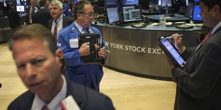 Wall Street, surveillant les négociations commerciales, hésite