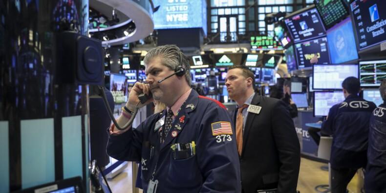 Wall Street ouvre en baisse, suspendue à une décision de Trump sur l'Iran