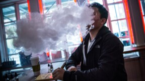 Face à l'essor des cigarettes électroniques, British American Tobacco tranche dans ses effectifs
