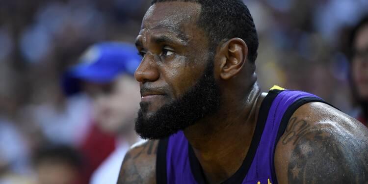 NBA: les Lakers corrigent Golden State, LeBron James se blesse