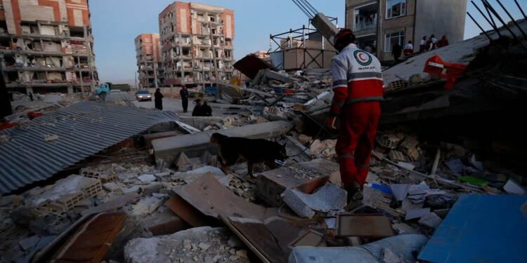 Séisme: plus de 300 morts en Iran, les secours à la recherche de survivants