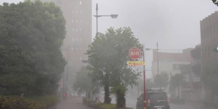 Le Japon directement touché par le plus violent typhon en 25 ans