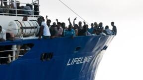 Avec 230 migrants, le Lifeline attend en mer une solution diplomatique