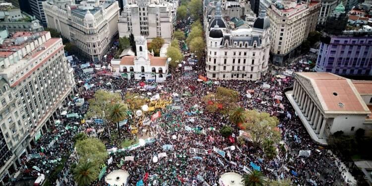 Argentine: Macri à New York pour rassurer, grève générale dans le pays