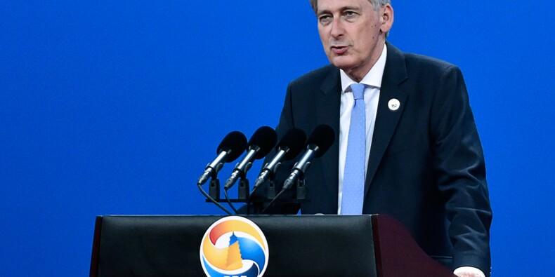 """Royaume-Uni: Phil """"L'Epicier"""" Hammond confirmé au Trésor"""