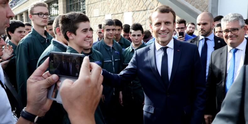 """Accusé d'être le """"président des riches"""", Macron retrouve les syndicats en plein malaise social"""