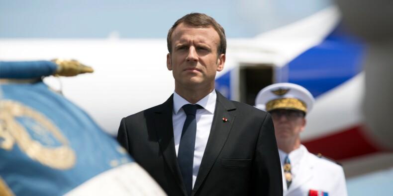 """Arrivé en Guyane, Macron avertit qu'il n'est pas venu en """"Père Noël"""""""