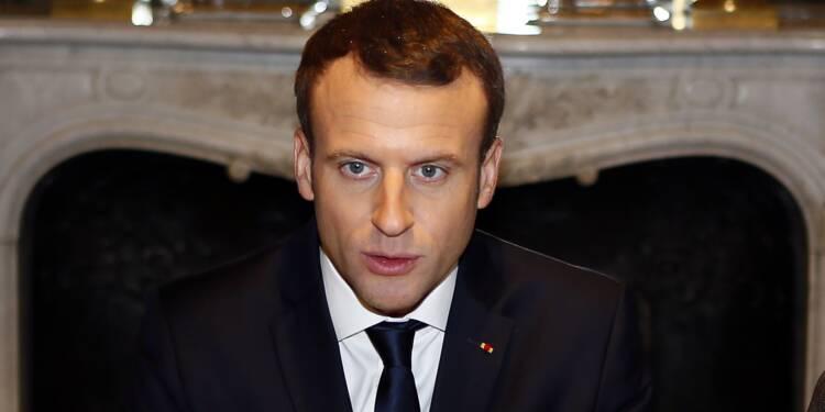 Macron, le vent en poupe, présente ses voeux pour 2018