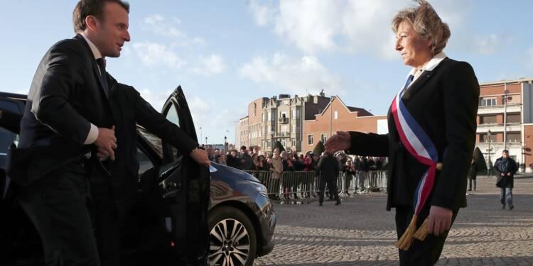 """Migrations: """"devoir d'humanité"""" et respect de """"l'ordre républicain"""" défend Macron"""