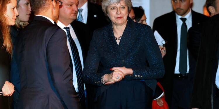 Royaume-Uni: May promet des sanctions contre les abus des chefs d'entreprises
