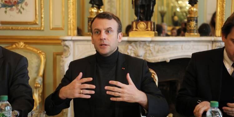 Du service national à la Syrie, Macron face à la presse sur tous les fronts