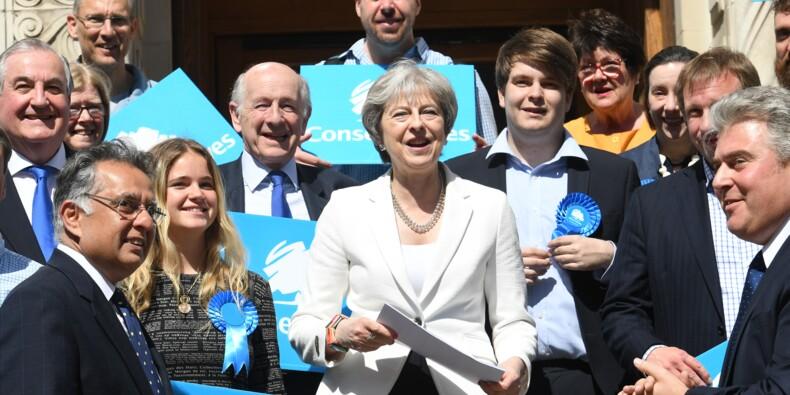 Royaume-Uni: les conservateurs font mieux que prévu aux élections locales