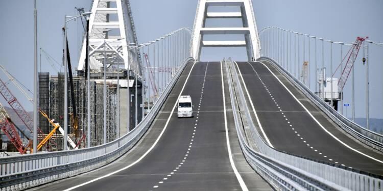 Poutine traverse le nouveau pont reliant la Russie à la Crimée
