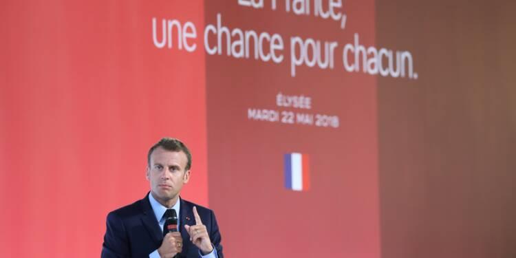 """Macron appelle à """"changer de méthode"""" pour les banlieues"""
