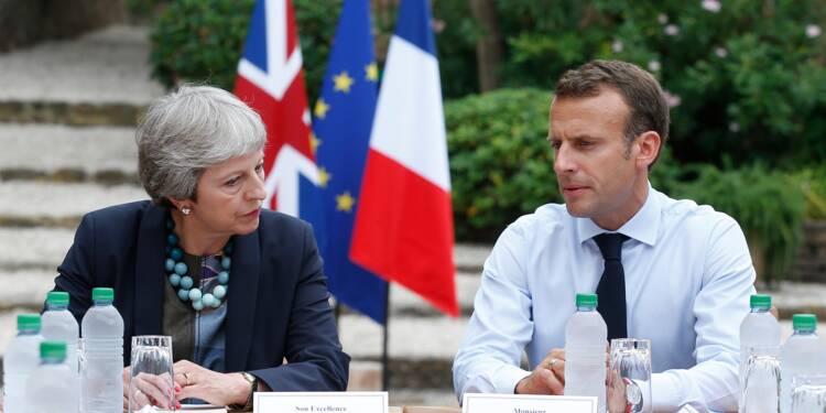 En vacances, Macron reçoit May pour évoquer le Brexit