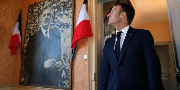 """A Colombey, Macron loue la Ve République car elle """"permet d'avancer"""""""