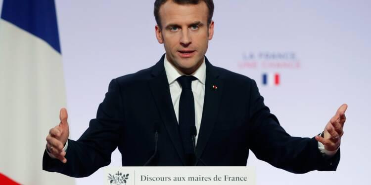 Macron en mode séduction devant des maires inquiets