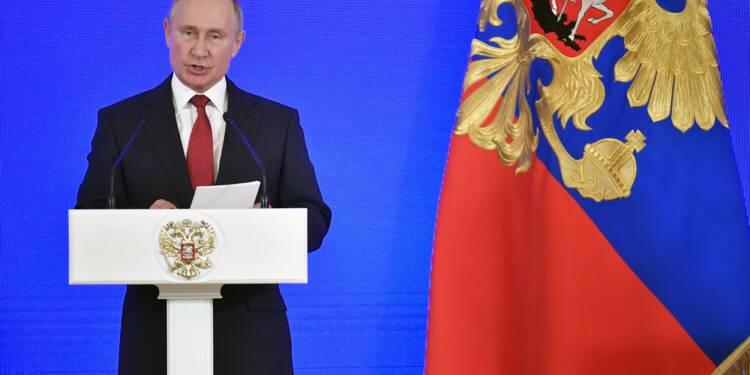 """Loi martiale en Ukraine: Poutine met en garde contre tout acte """"irréfléchi"""" et en appelle à Merkel"""