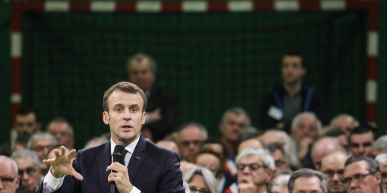 Grand débat : Macron face à Wauquiez, aux côtés d'une soixantaine d'élus d'Auvergne-Rhône-Alpes