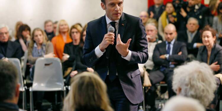 """Wauquiez l'accuse d'être dans une """"bulle"""", Macron s'invite à un débat-citoyen"""