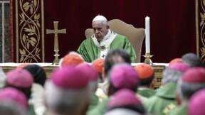 """Le pape promet """"une lutte à tous les niveaux"""" contre les abus sexuels"""