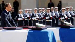 """Hommage national: les deux militaires """"sont morts en héros"""", déclare Macron"""