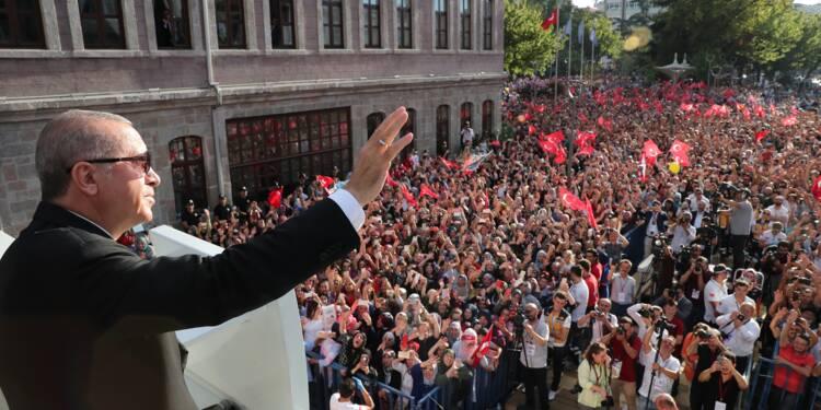 """Erdogan accuse les Etats-Unis de vouloir frapper la Turquie """"dans le dos"""""""