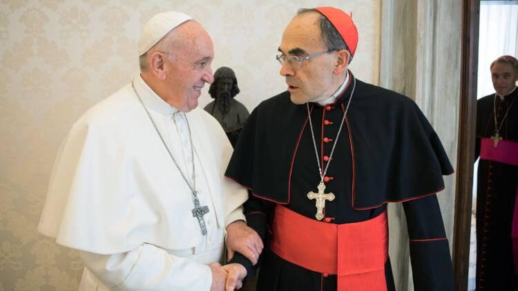 """Le pape accorde un sursis à Barbarin, qui se met en retrait pour """"tourner une page"""""""