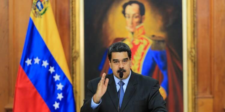 """Venezuela: l'essence subventionnée pour les titulaires du """"carnet de la patrie"""""""