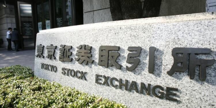 Tokyo finit en baisse de 0,68%, le yen fort pèse toujours