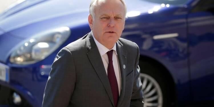 Un ministre syrien invité par des députés LR, Ayrault indigné