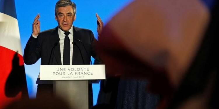 Fillon en appelle à de Gaulle pour franchir le premier tour