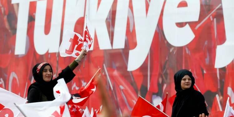 La France appelle au dialogue après le référendum turc