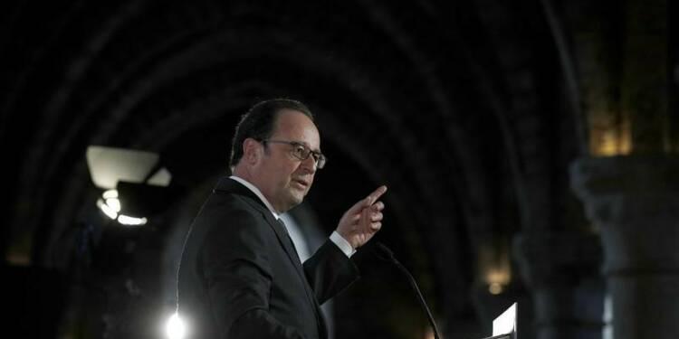 Hollande juge sévèrement Mélenchon, veut défendre son bilan